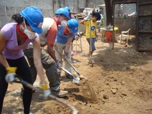ASB Team Nicaragua digging